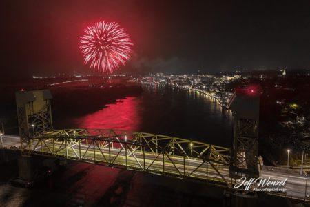 JW020: Wilmington Fireworks Red Firework Full Bridge
